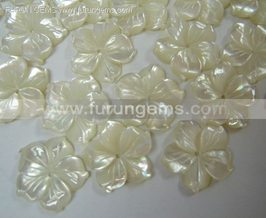 white MOP carving flowers 20mm