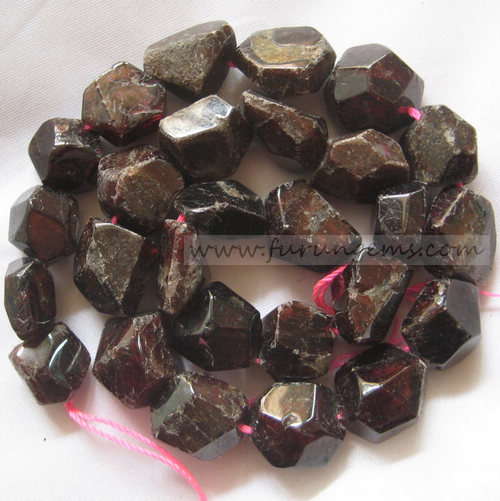 Garnet faceted nugget / tumble stone 12-16mm
